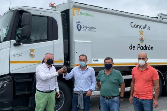 O Concello de Padrón incorpora ao servizo municipal de recollida de lixo un novo camión recolector-compactador por 175.000 euros