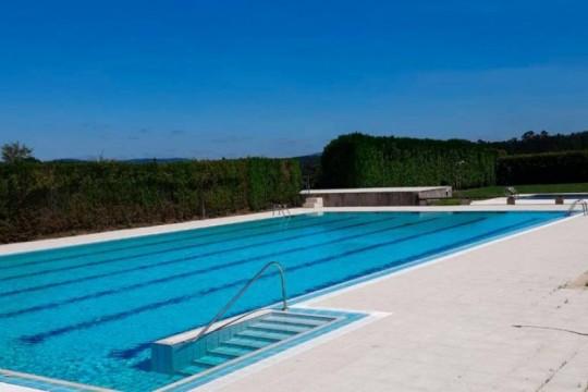 O concello de Padrón estrea a tempada de verán coa apertura da piscina municipal da Escravitude