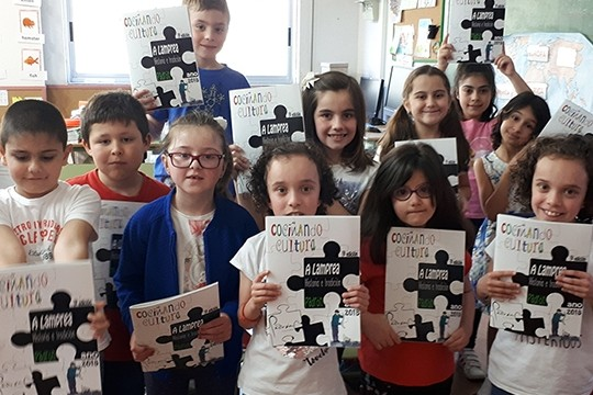 O Concello culmina as Xornadas da Lamprea coa distribución dunha revista nas escolas unitarias