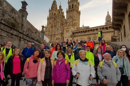 Sesenta veciños e veciñas de Padrón conseguiron a Pedronía tras completar os 25 km entre o Obradoiro e o municipio